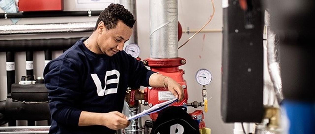 VB rørlegger i arbeid. Drift, vedlikehold og service av VVS-anlegg